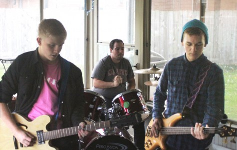 Fairmont students pursue musical interests in garage bands