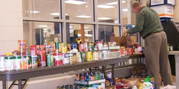 Fairmont Food Drive brings out cans and a giant chicken