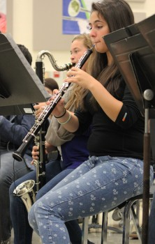 Rebecca Haflich(oboe) and Anne Kane (bass clarinet) play Rikudem during Symphonic Band