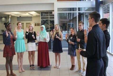 The 2016 inductees of Quill and Scroll form a semi-circle and recite the pledge to officially join the honor society.