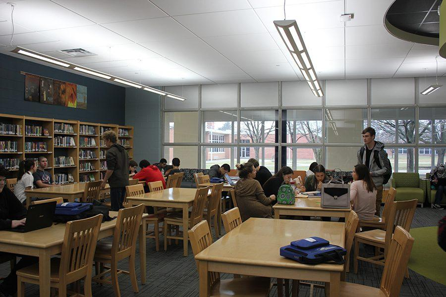 Students of Fairmont use the library throughout the school day to enhance their education and to take advantage of all of the resources provided. The library is also open before and after school.