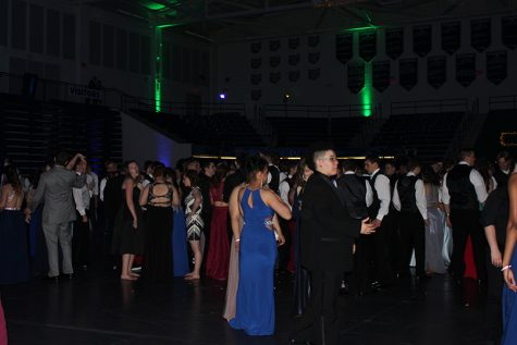 Students dance and mingle at Fairmonts 2017 prom event in the Trent Arena.