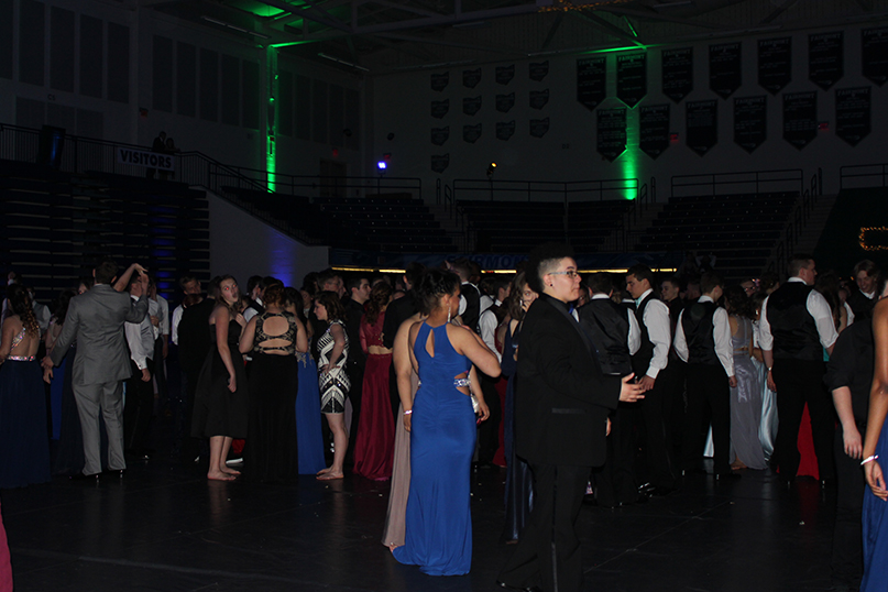 Students+dance+and+mingle+at+Fairmont%27s+2017+prom+event+in+the+Trent+Arena.+
