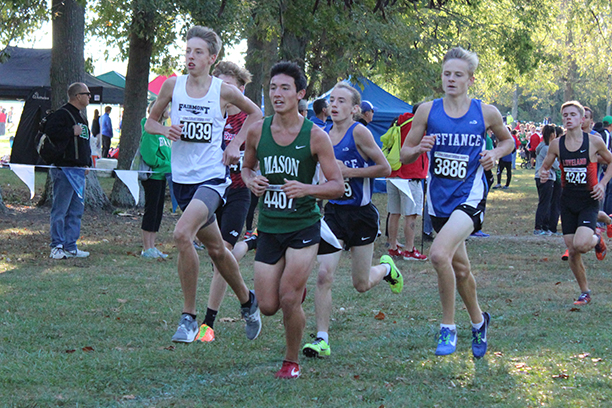 Junior, Andrew Sarmir, approaching the toes of a Mason runner.